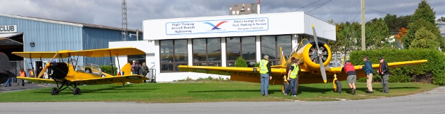 FlyDay Visitors: Vintage Wings joined OFC for Fly Day and brought a Harvard and Tiger Moth from their collection.